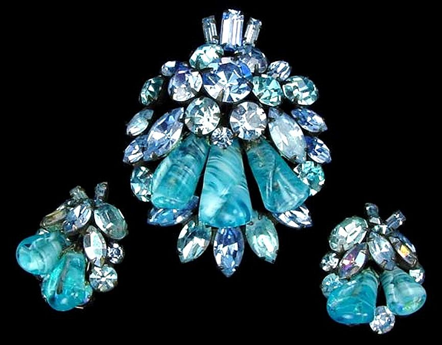 Stunning Early Weiss Ocean Blue Art Glass Demi Parure