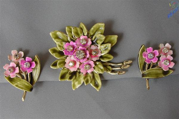1940's Coro Demi Parure Enamel Brooch & Earrings
