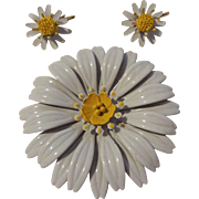 Daisy Flower Pin Brooch Earrings Set Vintage 1960s Large White Yellow Demi Parure