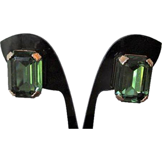 Emerald Green Weiss Earrings Vintage 1960s Clip Prong Set Square