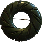 Green Carved Bakelite Brooch Vintage 1940s Circle Wreath C Clasp Pin