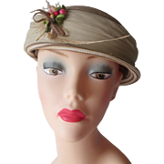 Vintage 1950s Pillbox Hat Beige Ivory Straw Millinery Flowers Berries Bow Feather