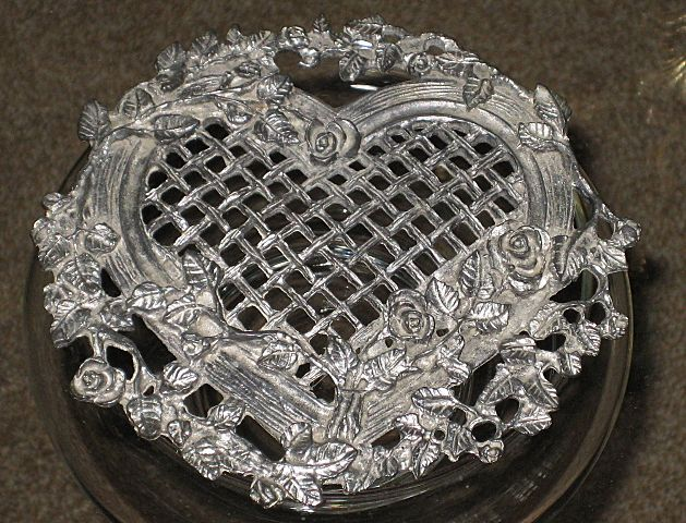 Pretty 1987 Glass Jar w/Ornate Heart Shaped Silver Metal Roses/Filigree Top