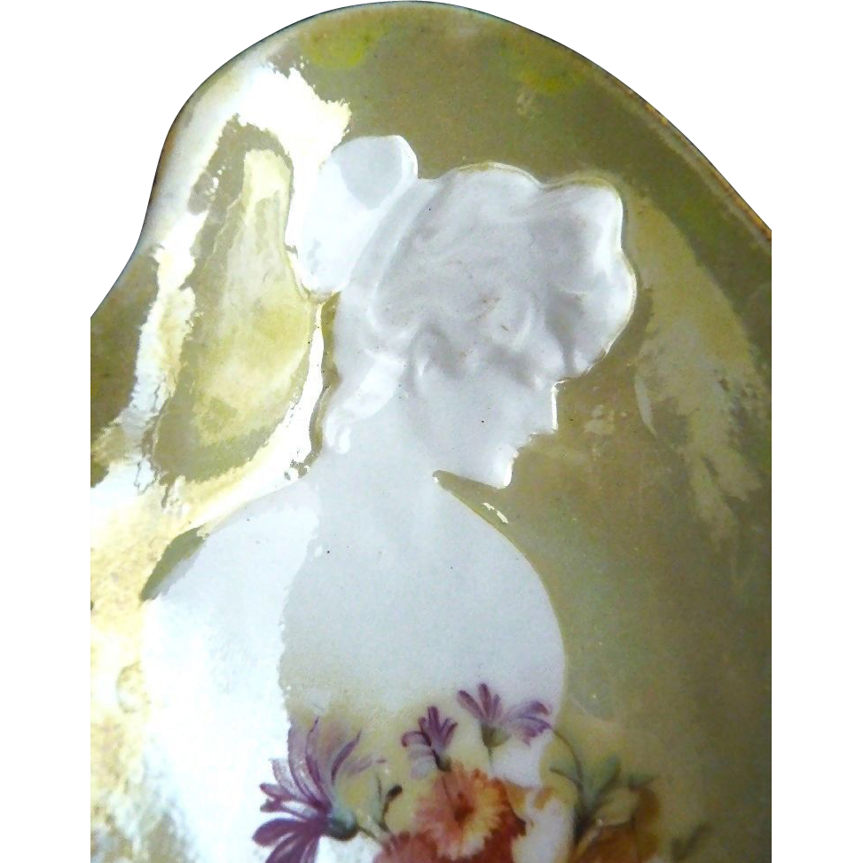 Antique oyster plates silhouette cameo pate sur pate Donath c. 1896