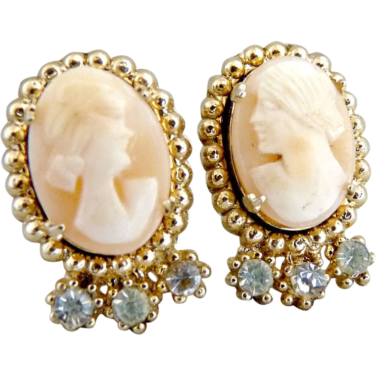 Coro screw back cameo earrings