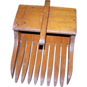 Primitive Wood Berry Cranberry Rake Scoop