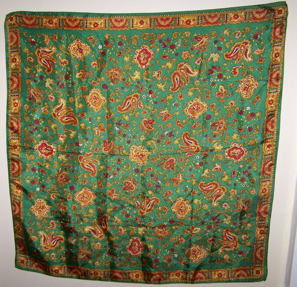 What A  Pretty Vintage  Fashion Accessory Scarf With A Paisley Pattern
