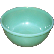 Mid - Century Green Glass Jadeite Jadite Mixing Bowl