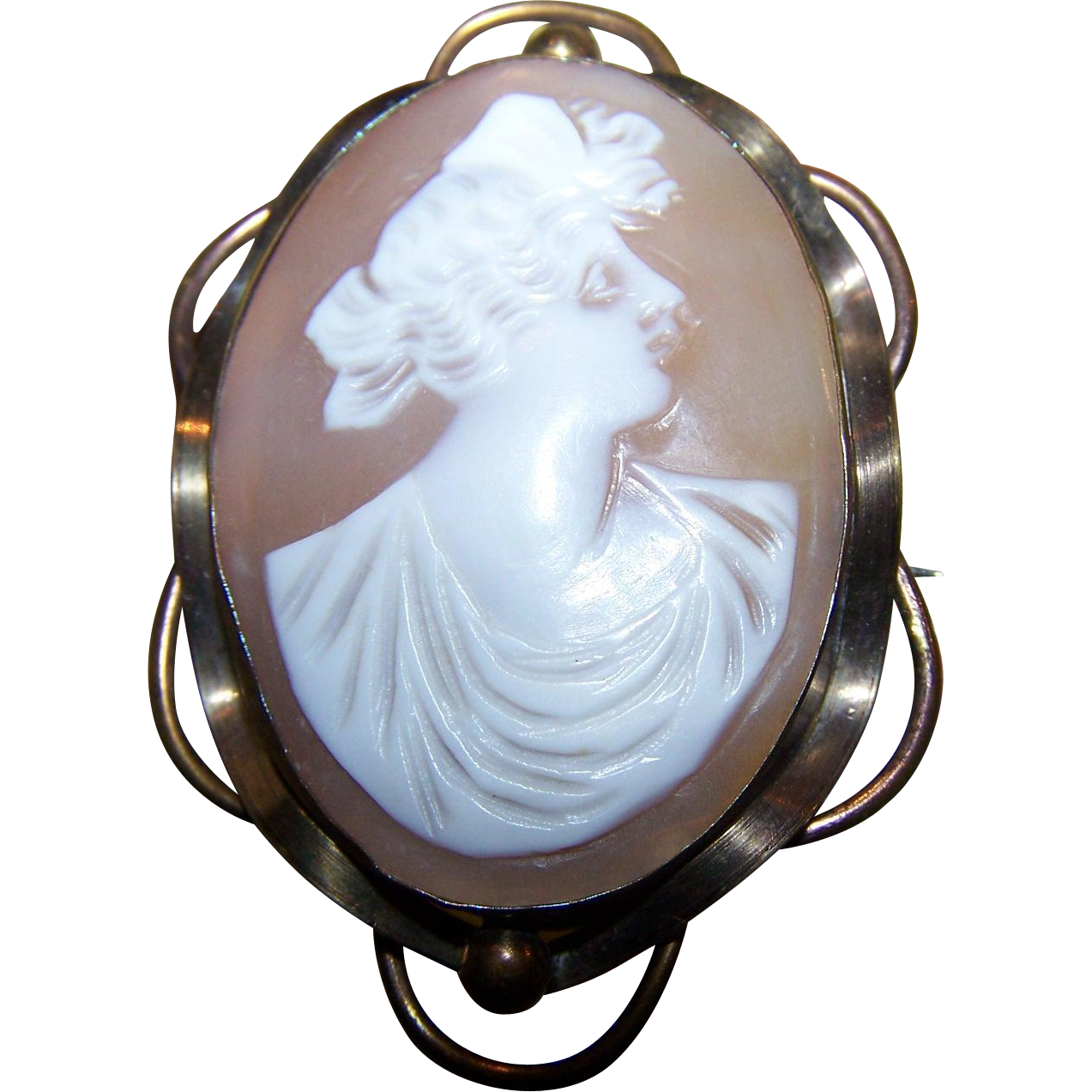 A Vintage Carved Shell Cameo Brooch Pin