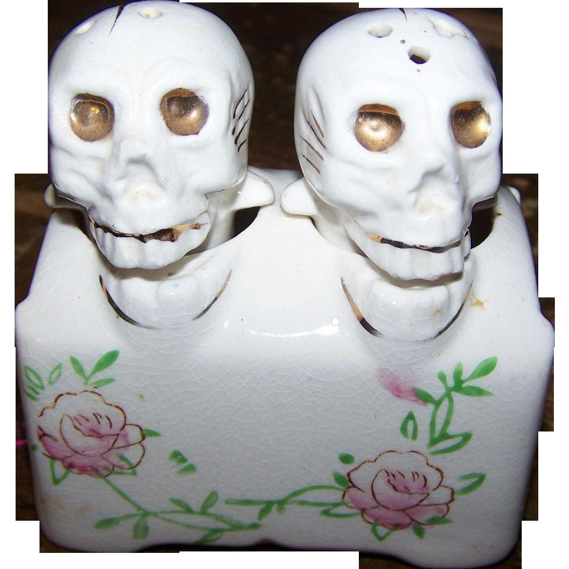 Creepy Novelty  Skeleton Skull Salt & Pepper Shakers PATENT TT Bobblehead Nodder Hand Painted Japan