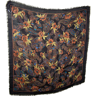 A Pretty Fringed 100 % Wool Flower  Paisley Themed  Shawl Scarf Wrap The Specialty House Japan