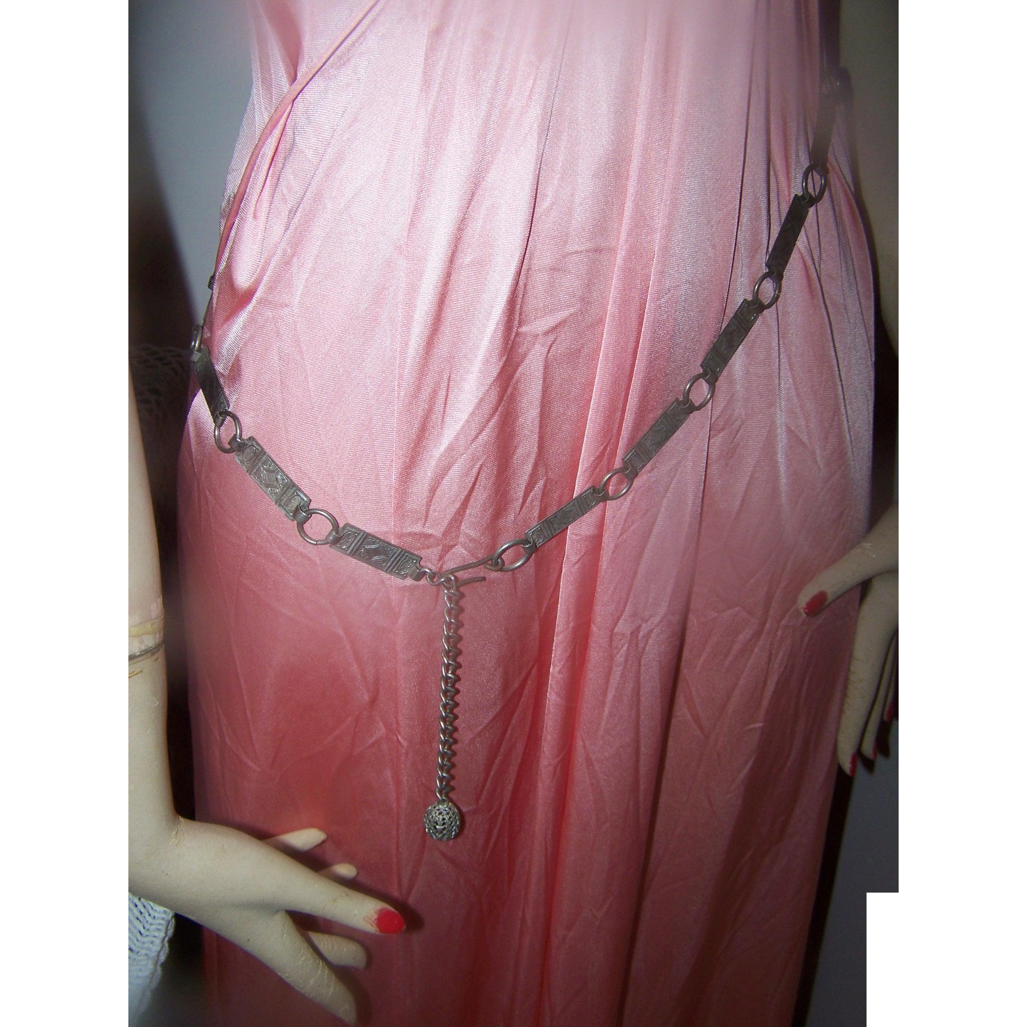 Ornate Decorative Engraved Machine Style  Link Style Flapper Girl Era Metal Ladies Fashion Belt with Filigree Ball Dangle