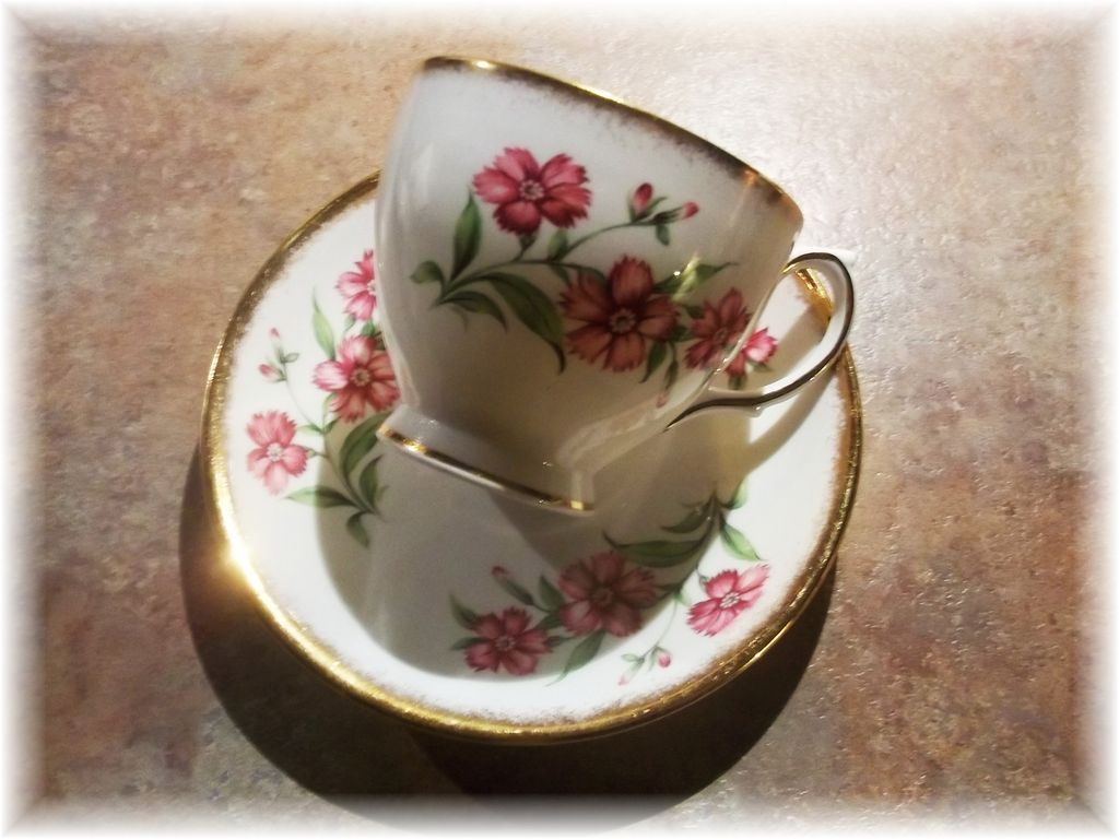 Pretty Vintage Bone China Tea Cup & Saucer Floral Motif Windsor