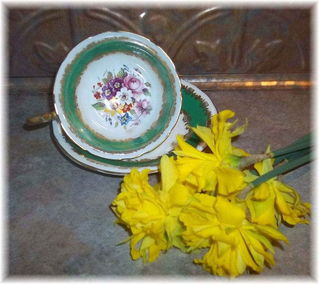 Pretty Vintage Mixed Floral Tea Cup & Saucer Set Aynsley England
