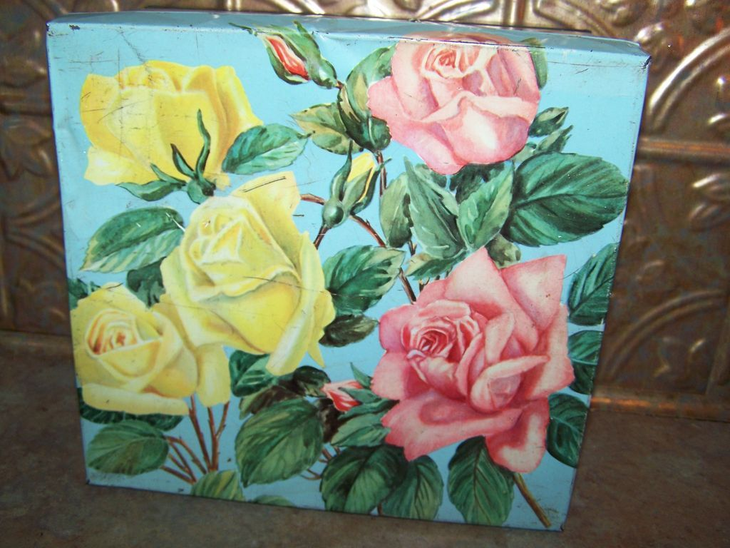 Vintage Rose Floral Motif Advertising Cookie Tin  Huntley & Palmers England
