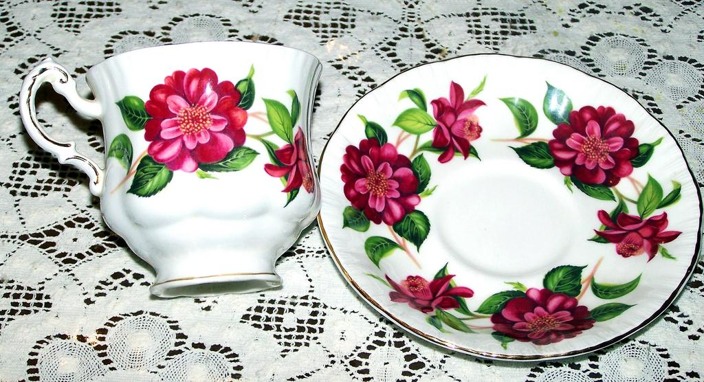 Paragon Alexander Hunter Camelia Series Tea Cup & Saucer
