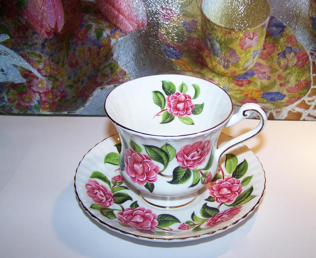Pretty Floral Motif Royal Standard England Tea Cup & Saucer