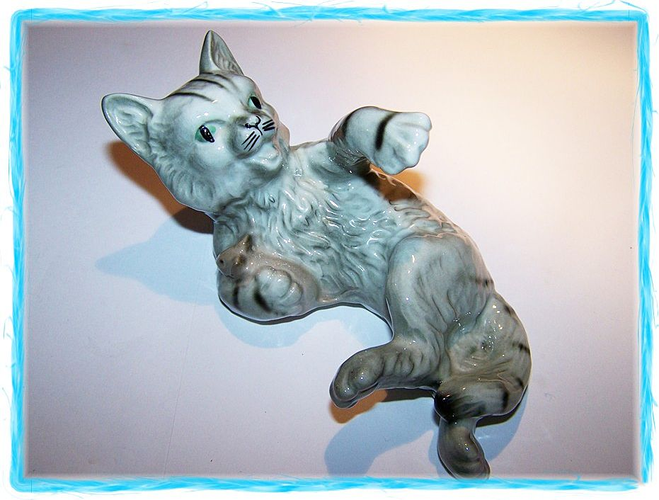 Charming  ~^..^~ Kitty Cat & Mouse Figurine