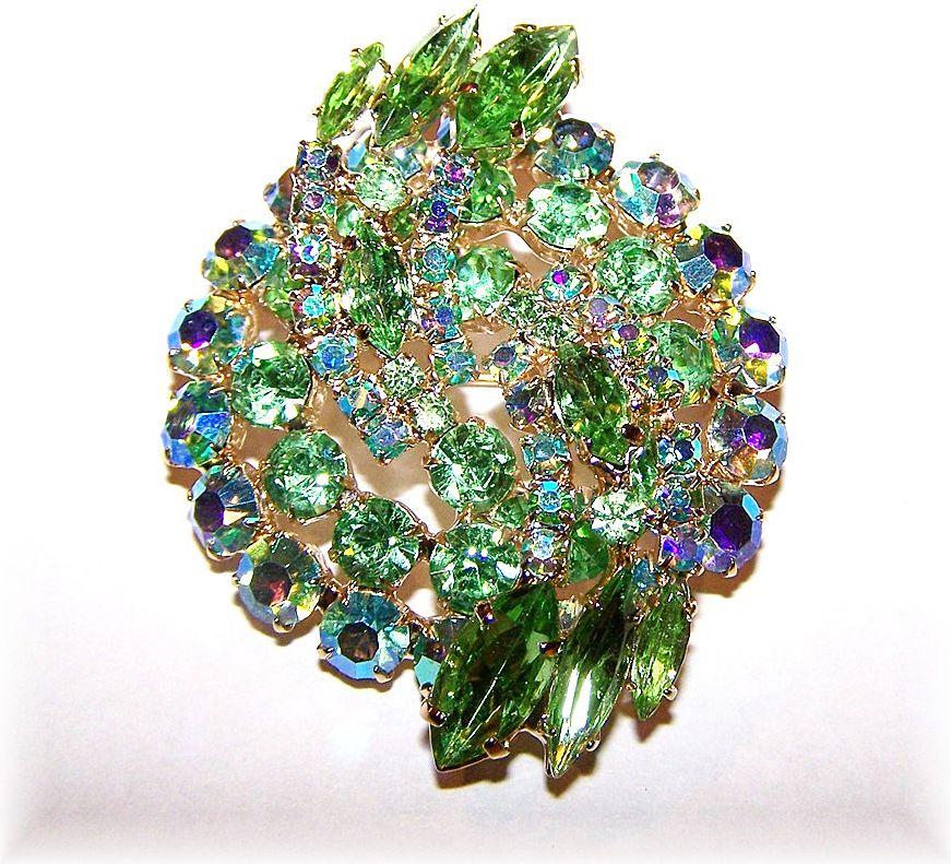 Stunning Vintage Peridot Green Rhinestone Brooch