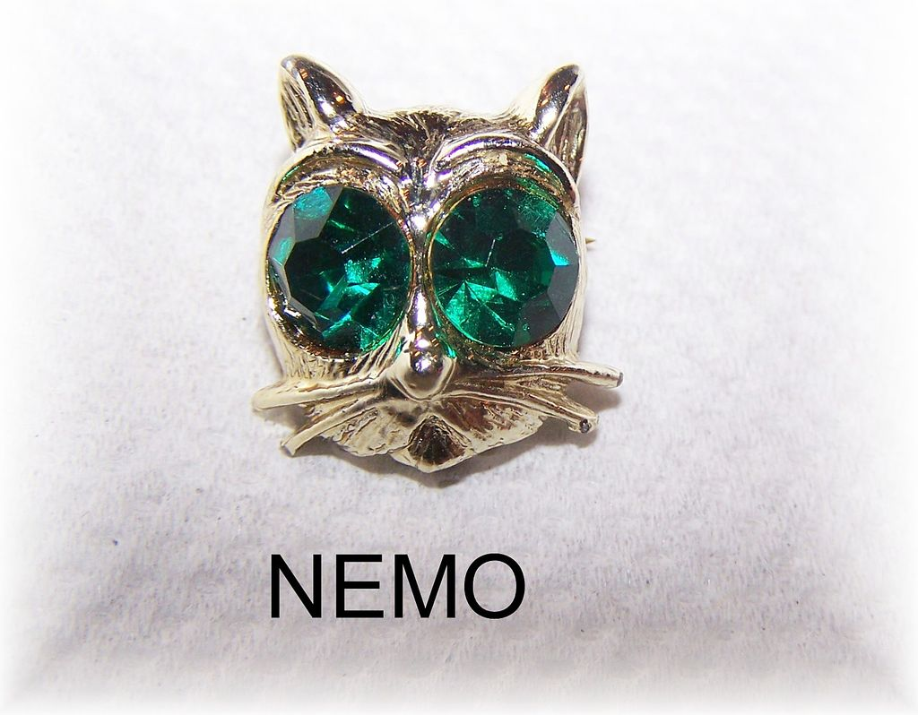 Nemo Signed Kitty Cat Pin With Large Green Rhinestone Eyes