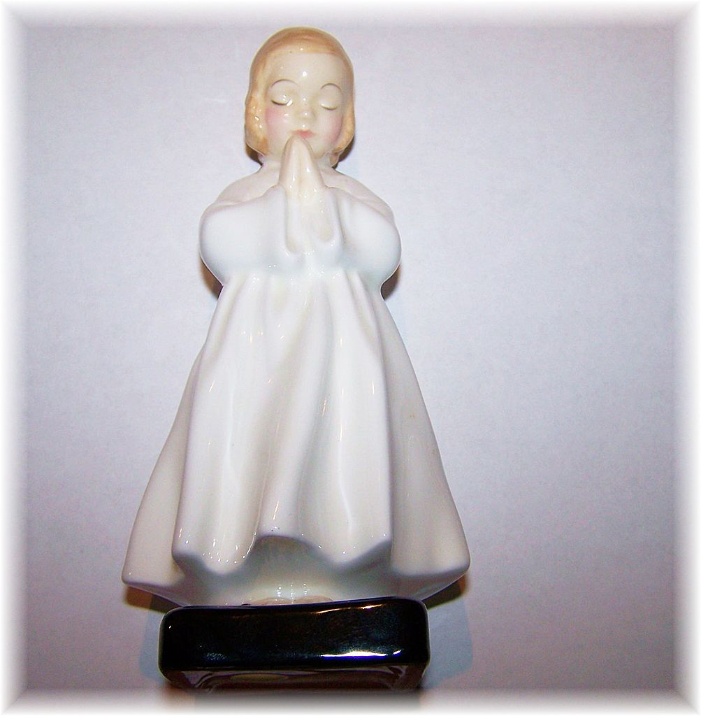 Royal Doulton Porcelain Figurine Bed time  H,N, 1978 CORP 1945