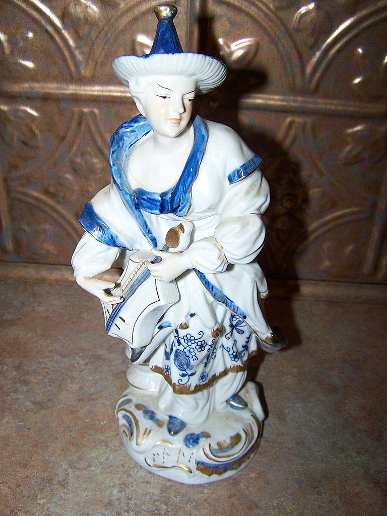 Vienna Woods Fine China Musician Oriental Figurine Blue Onion  Seymour Mann