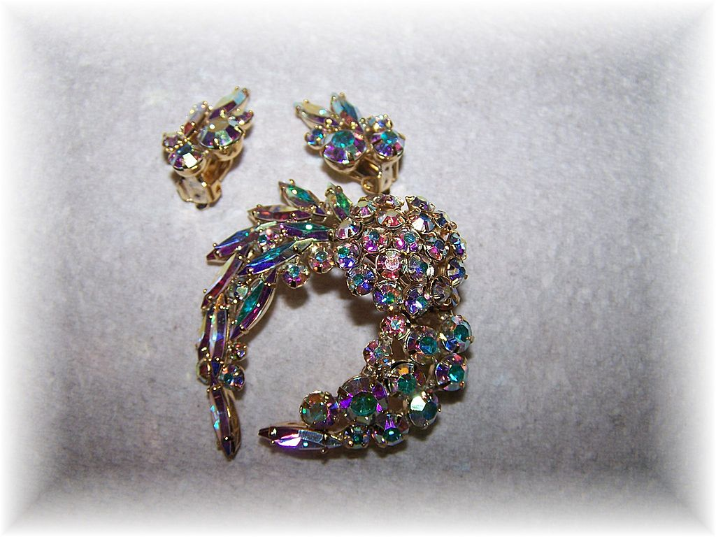 Pretty Vintage Aurora Borealis Brooch & Earring Demi-Parure