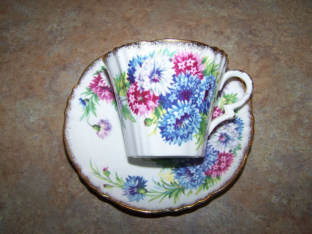 Royal Standard England Pink , White , Blue Floral Mums Motif