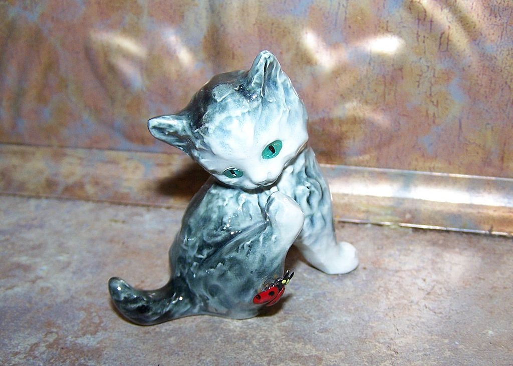 Small Goebel Kitty Cat Lady  & Bug Figurine