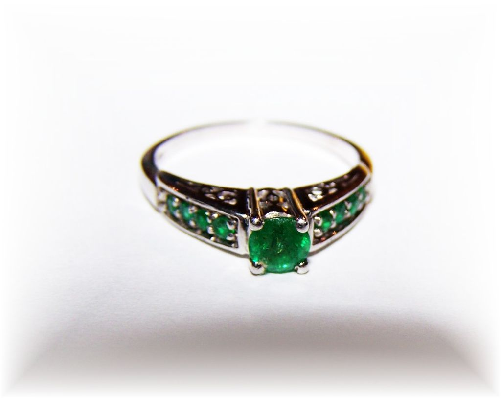 Lovely  Vintage Sterling Silver Emerald Paste Ring