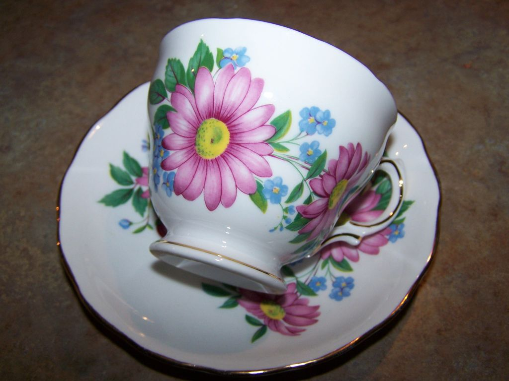 pretty vintage royal vale floral motif tea cup saucer from victoriasjems on ruby lane. Black Bedroom Furniture Sets. Home Design Ideas