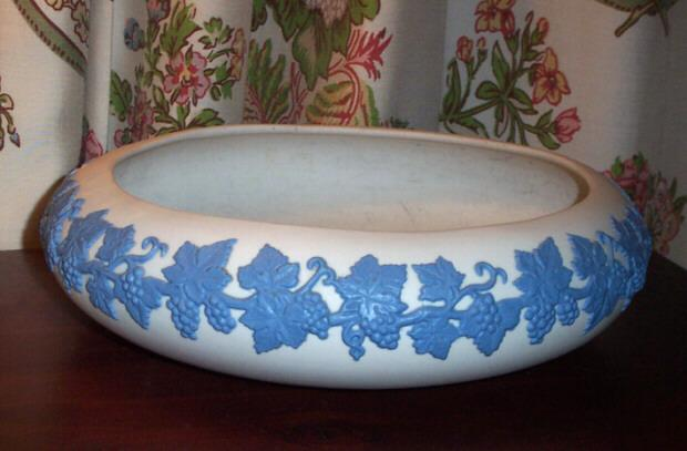 Emery 1926 jasperware ecanada art pottery white blue for L furniture warehouse victoria bc