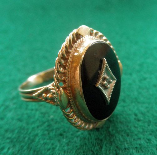 14k YG Onyx Retro Ring Diamond