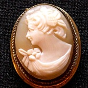 Lovely Shell Cameo brooch/Pendant