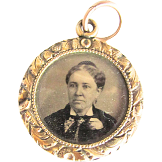 Victorian Mourning Locket Photo Tin Type Woman Chased Frame Glass Split Ring