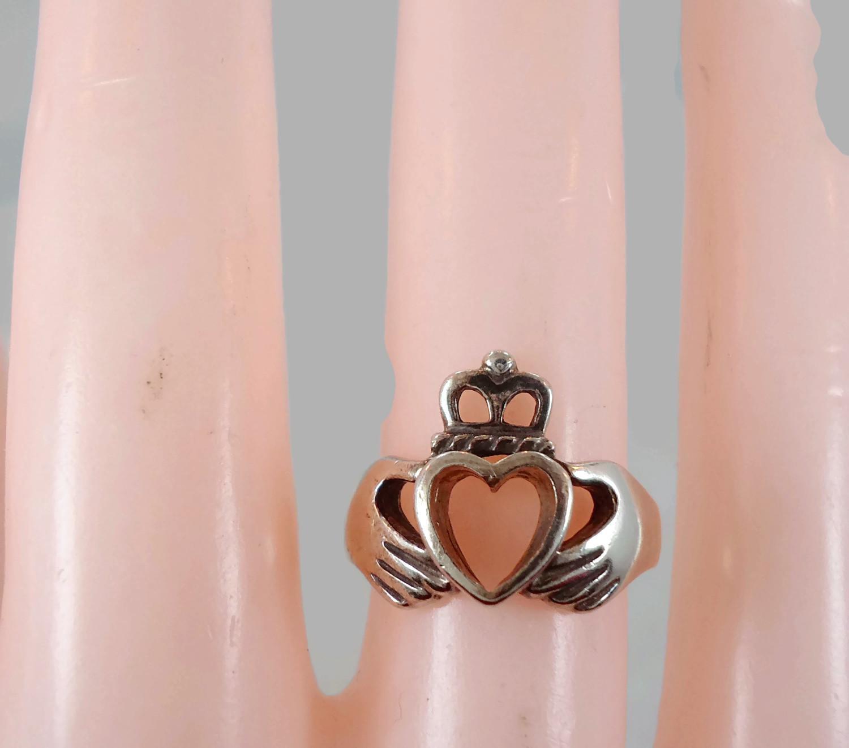 Elegant Irish Wedding Rings with Hands and Heart – Wedding