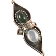 Green Turquoise & Mother of Pearl Sterling Silver Ring - Vintage 1960s - Size 5.5 - InVintageHeaven