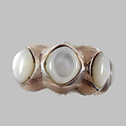 Mother of Pearl sterling silver ring - Vintage 4 Stones - Size 6.5 - InVintageHeaven