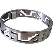 OUTSTANDING Taxco Mexico 1980s Sterling Silver Pre-Columbian Tribal Hand Pierced Geometric Pyramid Glyph Hinged BANGLE BRACELET ~ 43 Grams