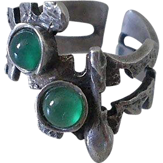 AVANT GARDE Vintage 20th-Century Spanish Artisanal .750 Silver Goth MODERNIST RING with Vibrant Chrysoprase Cabochons