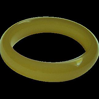 Amazing estate vintage translucent honey jade chalcedony bangle bracelet 58.6 mm 52.7 g