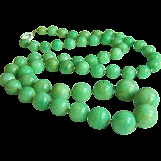 "Fabulous Vintage 10K Apple Green Jade Necklace 20.5"" 38.9 g"