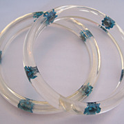 Pair Vintage Lucite Clear and Blue Straw Flower Bangle Bracelets