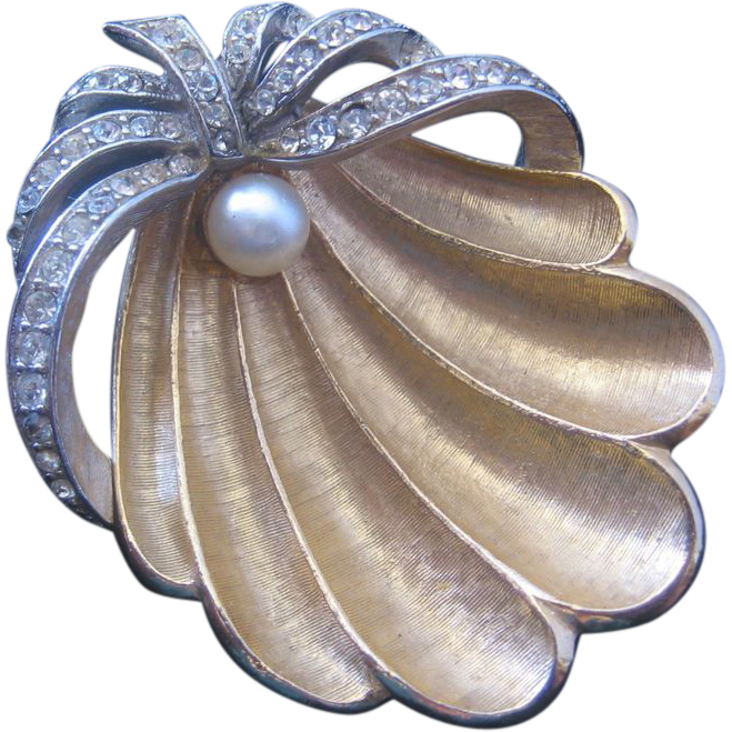 Vintage Art Goldtone and Rhinestone Clam Shell with Simulated Pearl Pin-Brooch