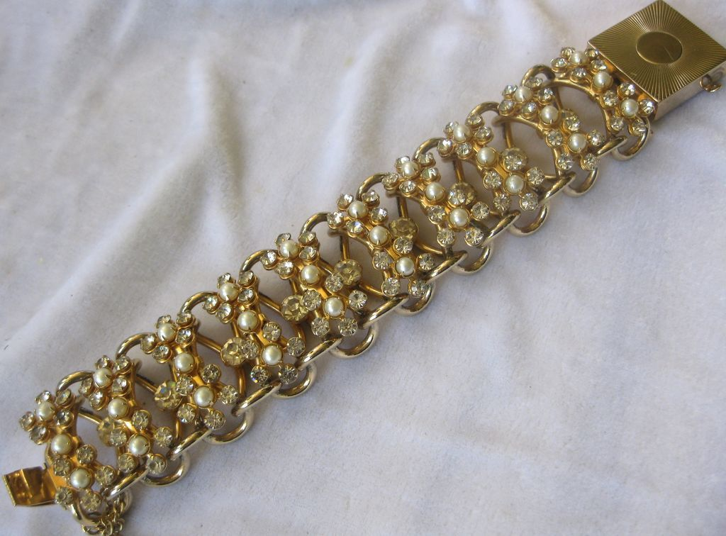 Large Raised Pearls & Rhinestones Flowers Vintage Bracelet