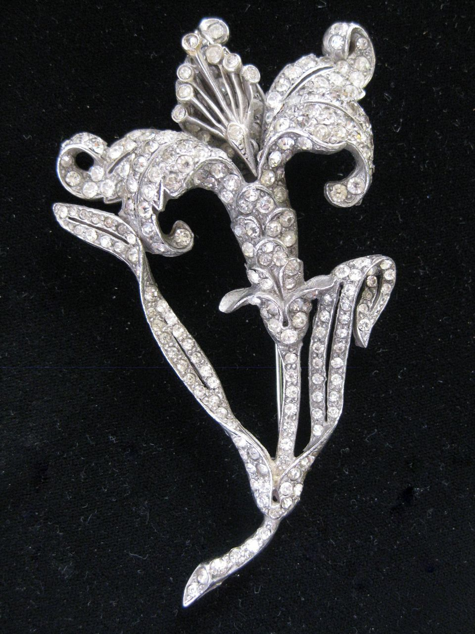REINAD Stunning French Paste Vintage Flower Pin