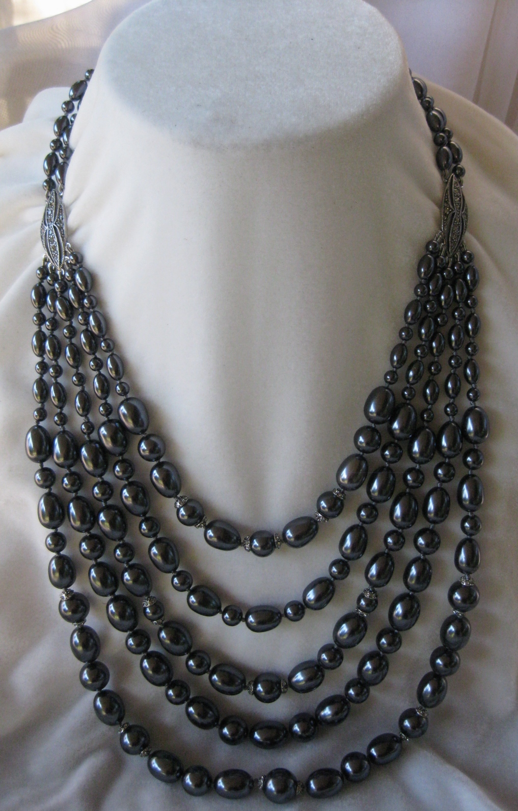 Heavy Glass Platinum Pearls & Rhinestones Vintage Necklace