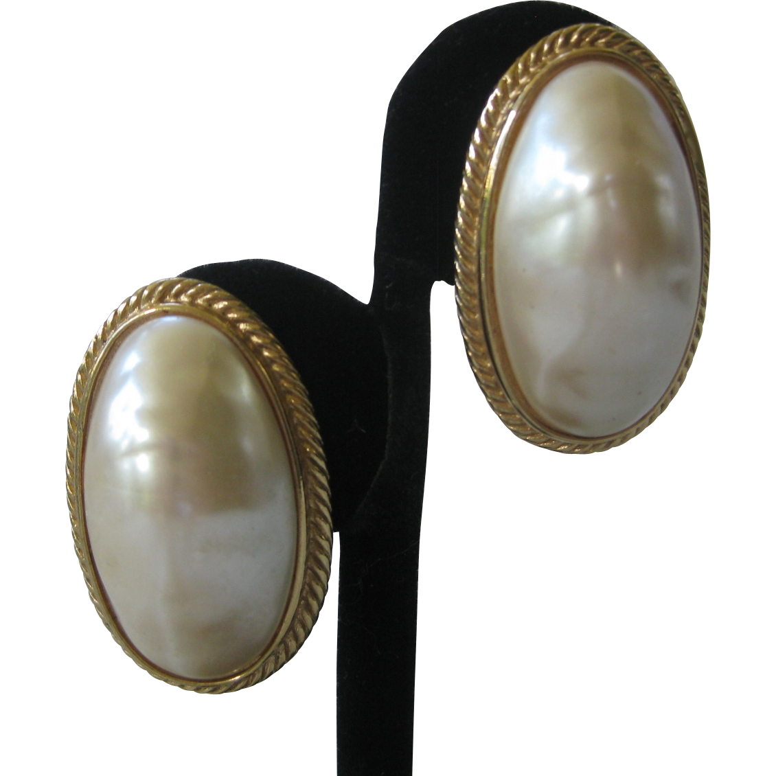 GIVENCHY Large Oval  Pearl Earrings