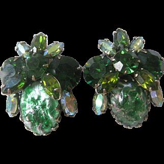 Beautiful Vintage Unsigned Regency Greens Earrings