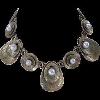 OSCAR DE LA RENTA Signed Beautiful Large Antique Gold Tone & Glass Pearls Bib Necklace